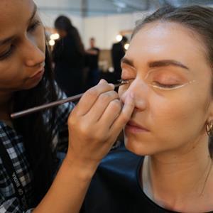Make-up artist - Shooting Photo